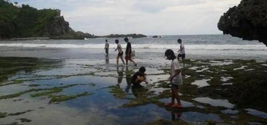 pantai siung - tempat panjat tebing di jogja