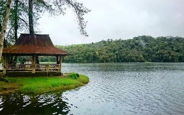 Artikel ulasan bus pariwisata bhinneka..bhinneka sangkuriang,kumpulan wisata alam indah bandung,layanan transportasi terbaik jawa barat..perjalanan aman liburan