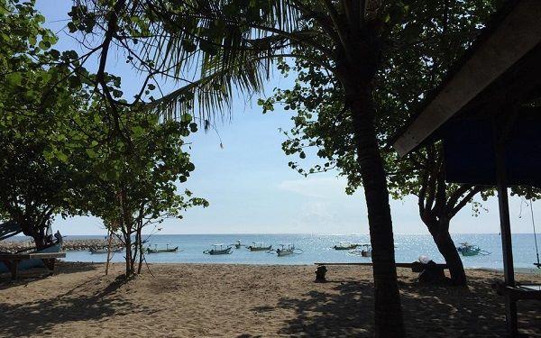 objek wisata pantai di bali dekat dengan bandara - pantai tuban